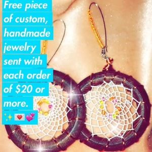 🎁🎁🎁 FREE GIFT INCLUDED *on all orders of $20+⬆️